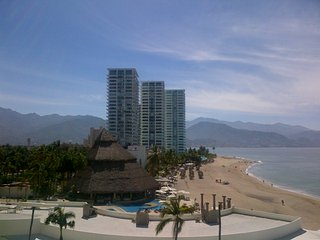 Spacious 2200 Sq Ft Condo overlooking the Bandares Bay, Puerto Vallarta