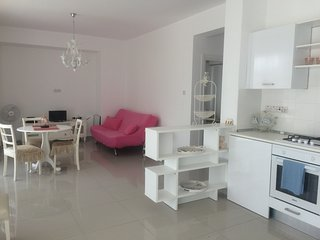 Beach 5 minutes walk only 2 bedrooms huge balcony, Kyrenia