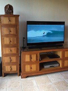 46' Smart Sony TV with enhanced audio, Blu-ray dvd