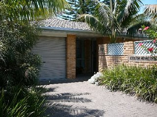 KENTIA   -   1/5 Redgum Road Boomerang Beach, Blueys Beach
