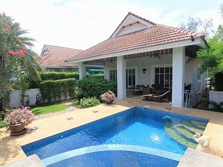 beautiful villa with private pool in quiet park, Hua Hin