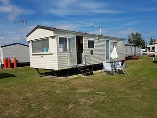 Lavender Caravan - Dog Friendly Caravan, Clacton-on-Sea