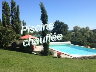 "Self catering ""l'Amandier"" charme et piscine"
