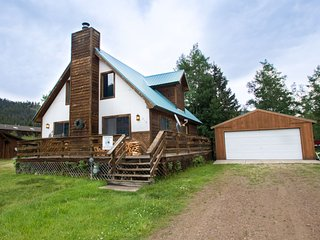 Our Red River Cabin - Private Home in Tenderfoot, Downstairs Master, Backyard, WiFi, Washer/Dryer