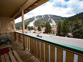 Ski View Condo #7 - Ski Views!, In Town, Private Balcony, WiFi, Game Room, Laundry, Red River