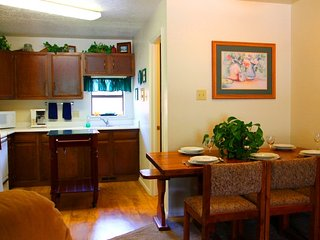 Mountainview Townhouse #3 - In Town, Near Park, WiFi, Garage, Washer/Dryer, Red River