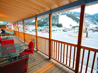 The Loft above the Chocolate Factory - On Main Street, Near Ski Lifts, Private Balcony, Washer/Dryer, Red River
