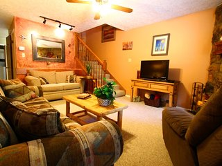 Valley Condos #113 - King Bed, WiFi, Fireplace-Wood, Washer/Dryer, Community Hot Tubs, Playground, Creek, Red River