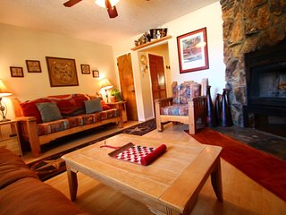 Valley Condos #126 - Corner Condo, WiFi, Fireplace-Wood, Washer/Dryer, Community Hot Tubs, Creek, Red River