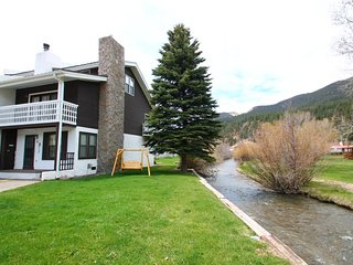 Claim Jumper Townhouse #12 - Corner Unit on the River, Next to Ponds, Ski In/Out, WiFi, Washer/Dryer, Red River