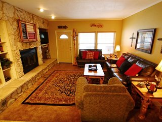 Claim Jumper Townhouse #9 - In Town, Ski In/ Ski Out, On the River, Next to Fishing Ponds, WiFi, King Beds, Pets Considered, Red River