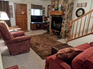 Valley Condos #102 - WiFi, Community Hot Tubs, Playground Creek, Red River