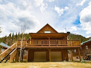 The Bunkhouse - Private Home in Tenderfoot, Large Covered Porch, Satellite TV, Washer/Dryer, Garage, WiFi, Red River