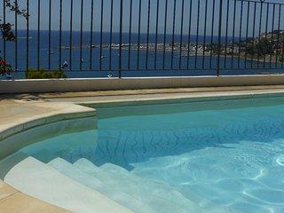Villa plurifamiliare con piscina  200 m.dal mare, Santo Stefano al Mare