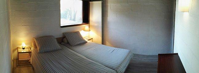 Doppelbettzimmer 1 mit angrenzendem Hauptbadezimmer