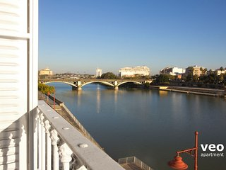 Betis Triana 3 | 2-bedrooms, river views, parking, Séville