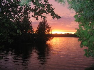 Charming 2 Bedroom Condo / Cottage on the Lake, Espanola