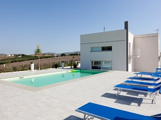 Villa with pool and beautiful view, Alcamo