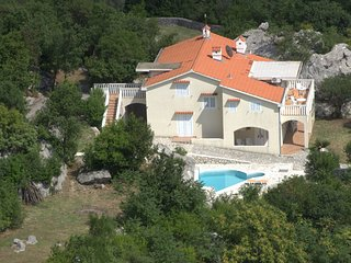 "VILLA ""BILA"" WITH PRIVATE ATMOSPHERE IN MONTENEGRO, Orahovac"