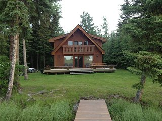 Beautiful lakefront cabin on a quiet Sheridan lake bay
