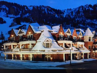 Luxurious 3 bedroom villa next to Ajax Mountain, Aspen