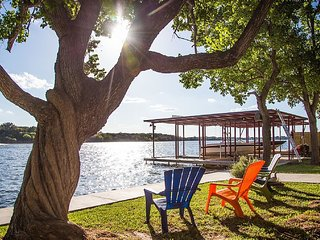 Lake LBJ lake house, 100' waterfront lot, Kingsland