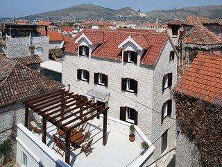 Tinel Longo, luxury house in center of Trogir