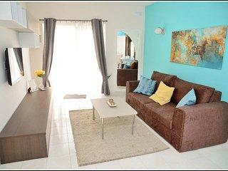 Luxury Apartment Close to the Sea - Free WiFi & AC, San Pawl il-Baħar (St. Paul's Bay)