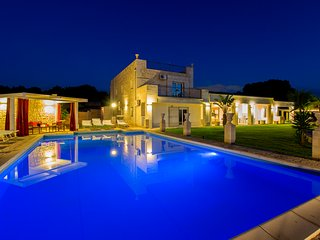 luxury country villa ,heated pool, tennis, park