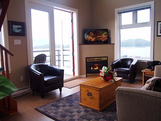 WaterFront Corner Unit w/ Vaulted Ceilings & Patio, Tofino