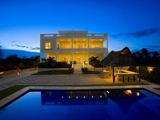 Full Service Ocean Front Villa with Private Pool, Playa del Secreto