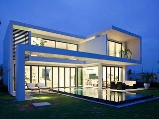 A Perfect Golf & Pool Villa-600m2-3 Bedrooms, Da Nang
