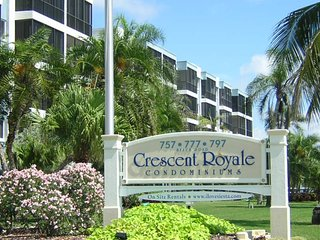 Carefree Elegance..Privately Owned SiestaKey Condo