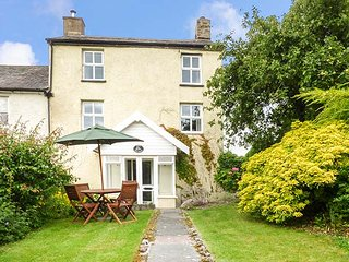 IVY COTTAGE, semi-detached, over three floors, en-suite, woodburner, parking, Kirkby Lonsdale