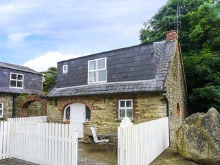 TOBER BEAG, pet friendly, character holiday cottage, with open fire in Ferns