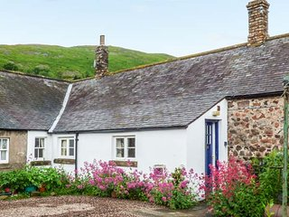 AKELD COTTAGE, pets welcome, WiFi, complimentary horse riding, near Wooler, Ref.
