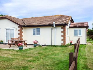 BROOM COTTAGE, bungalow, countryside views, close to Donkey Sanctuary, Sidmouth,