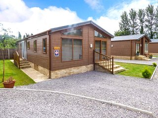 SQUIRREL LODGE AT WOODLANDS VIEW, all ground floor, lawned garden with patio