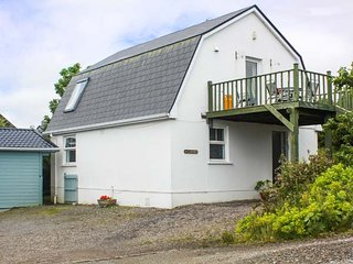 GREENHILLS COTTAGE 2, detached, woodburner, WiFi, pet-friendly, near Kilcar, Ref