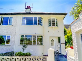 THE ART DECO HOUSE, semi-detached, close to coast, enclosed garden, luxury