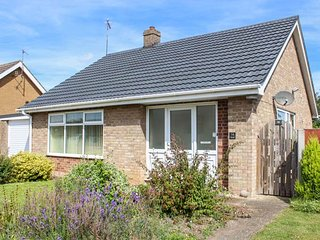 NEWBY, bungalow, WiFi, parking, pet-friendly, lawned garden, in Gayton, Ref