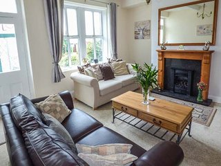 ROSE BANK, semi-detached, private garden and patio, WiFi, nr Haworth, Ref 932508