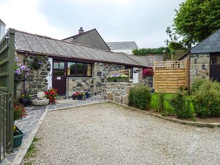 FORGET ME NOT, WiFi, all ground floor, romantic barn conversation in St Keverne, Ref 937132