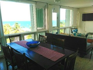 Marveluos beach front 3 room apt., San Juan