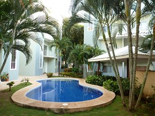 Lovely 2 Bedroom in Beautiful Complex, 5 Minutes from the Beach!