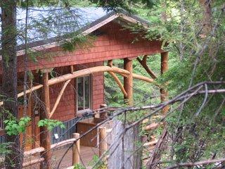 Kootenay Huts, Organic Full Comfort Forest