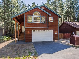 Family Favorite - Spacious Living Area, Big Yard, Hot Tub, Close to Trails, South Lake Tahoe