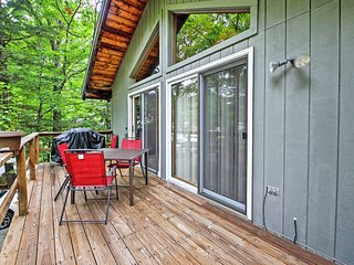 This 3-bedroom, 1-bath home comfortably sleeps 6 guests.