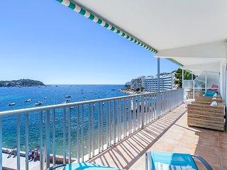 First sea line apartment Santa Ponsa