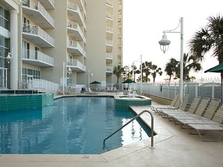 Seafront Resort 1 bedroom w/ Beach access, 5 indoor/outdoor pools & 2 hot tubs!
